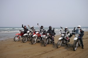 032 Happy riders
