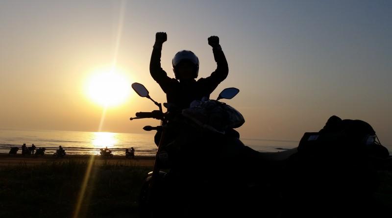 No.102  神奈川県 みーちゃんさん「夕陽を背にゴール」