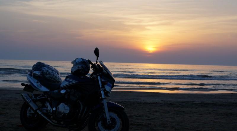 No.201  静岡県 有西智章さん「千里浜の夕陽と共に」