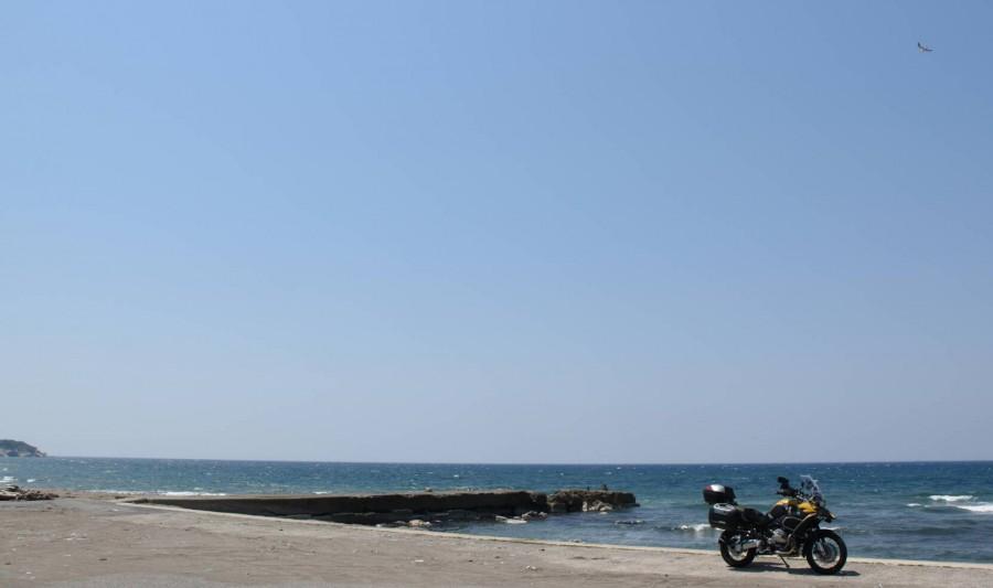 No.260  愛知県 パンチロボさん「空の青さと海の碧さ」