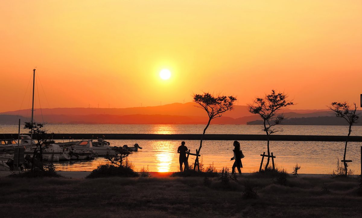 和倉温泉から臨む夕日